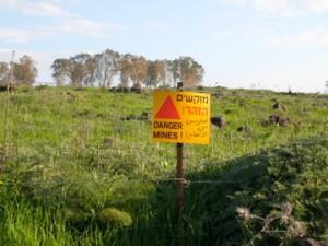Warnung vor Tretminen auf den Golanhöhen. Foto: CC-SA-BY Marc Berthold
