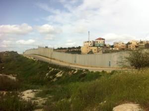Die Mauer bei auf der grünen Linie bei Beit Awa. Foto: Marc Berthold