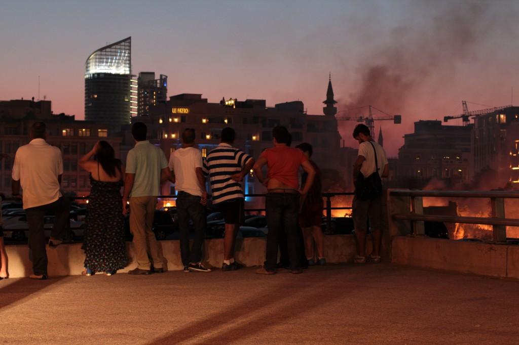 """Schaulustige bei der Explosion am """"Tag der Armee"""" am 1. August (c) Andrey Dolmov"""